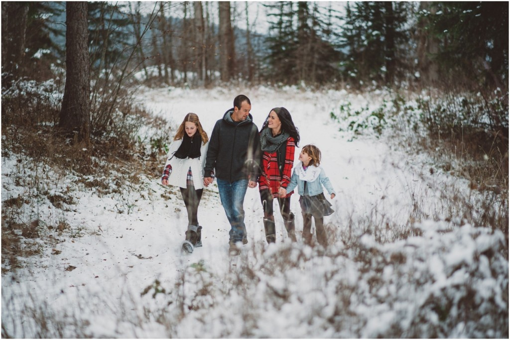 snowy family portraits in the Okanagan
