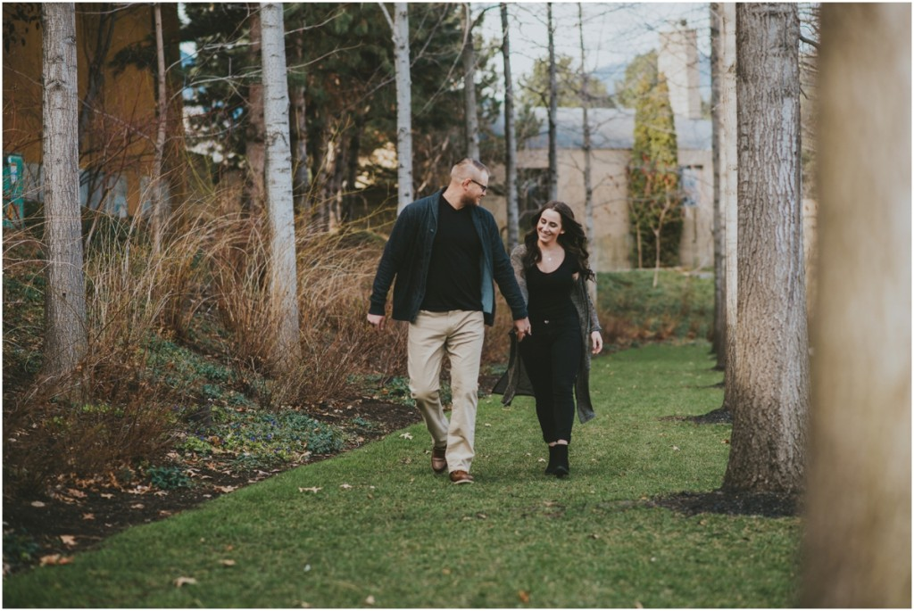 Engageged couple in the Okanagan