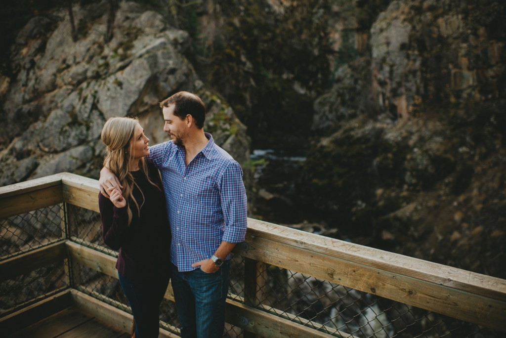 okanagan-waterfall-engagement-photography_0016