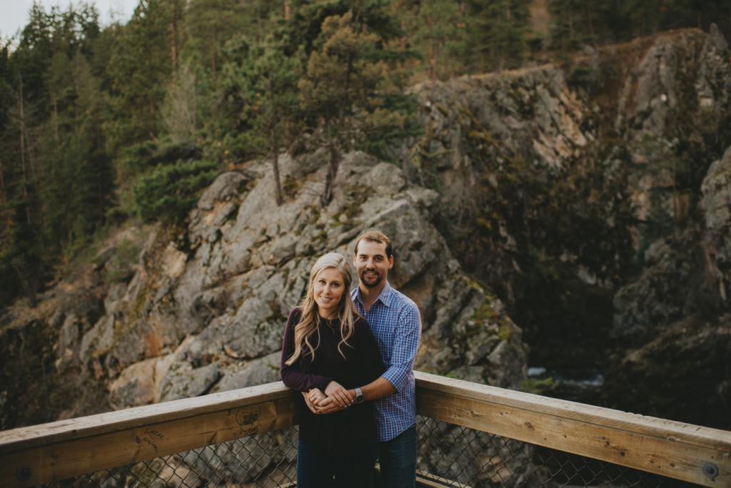 okanagan-waterfall-engagement-photography_0019