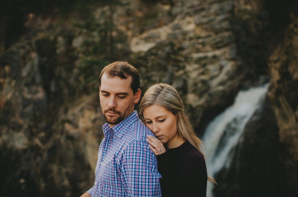 okanagan-waterfall-engagement-photography_0025