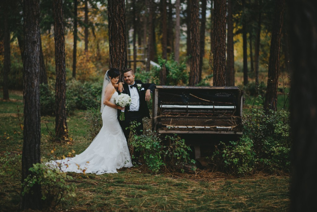 Vintage Piano in wedding photo